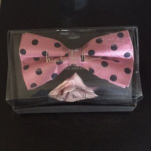 Nicole Miller Bow Tie & Pocket Square